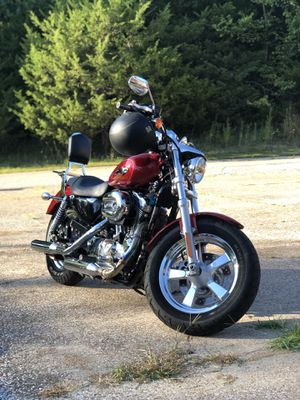 2013 Harley Davidson Sportster XL1200C w/ Size XL Leather Jacket , Helmet, and Goggles for Sale in St. Louis, MO