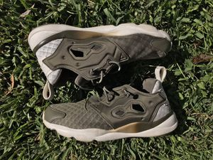 reebok furylite women sneaker Size 6 for Sale in San Antonio, TX