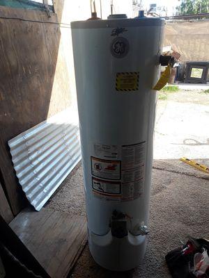 Water heater de gas natural en buenas condiciones for Sale in Bakersfield, CA