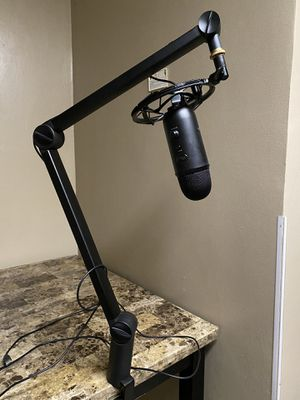 Yeti microphone - Yeticaster for Sale in Chicago, IL