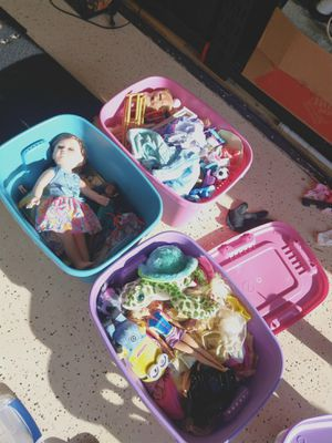 Dolls barbies toys for young child for Sale in Davie, FL