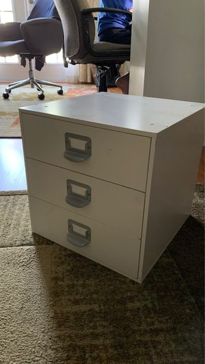 Small cabinet for Sale in Tampa, FL
