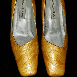 Yellow Dress Shoes Size 10 for Sale in Las Vegas, NV