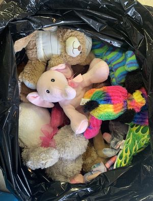 Big Bag of Stuffed Animals, Like New, Clean and Smoke Free for Sale in Johnstown, OH