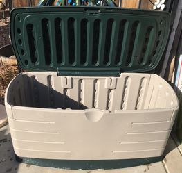 Rubbermaid Storage/Pool Deck Box for Sale in Phoenix,  AZ