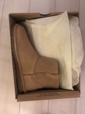 Size 6 Ugg Boots for Sale in Arlington, VA