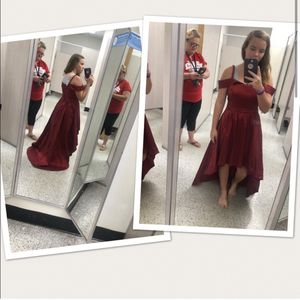 Gorgeous Burgundy dress for Sale in Fayetteville, GA