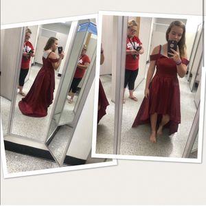 Gorgeous Burgundy dress for Sale in Fayetteville, GA