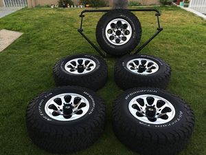 Set (5) wheels and tires 2015 Toyota Tacoma for Sale in San Diego, CA