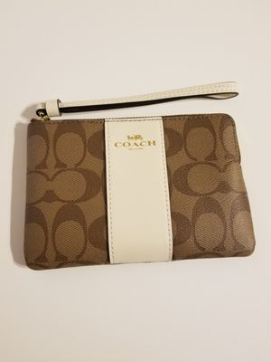 100% AUTHENTIC! NEW WITH TAGS COACH WRISTLET! BROWN AND WHITE WITH GOLD HARDWARE! for Sale in Garland, TX