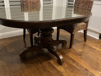 Pottery Barn Table With Chairs for Sale in Anaheim,  CA