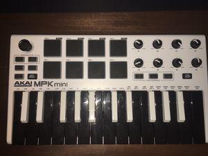 Akai MPK mini - midi controller (comes with midi chord) for Sale in Casselberry, FL