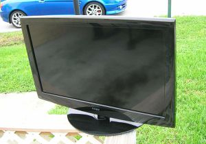 """COBY 32"""" LCD HDMI Flat Screen RGB RCA AV Cable Computer Gaming Monitor with Stand for Sale in Davie, FL"""