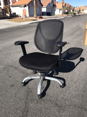 Black adjustable office chair for Sale in Las Vegas, NV
