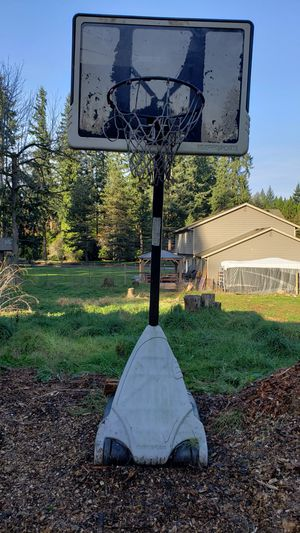 Huffy Basketball Hoop - Height Adjustable for Sale in Snohomish, WA