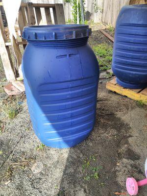 Barriles plasticos con tapa 55 galones . for Sale in Richmond, CA