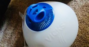 Vick's Humidifier for Sale in Santa Ana, CA
