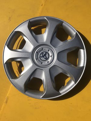"Toyota solars 1995-2000 hubcap 15"" for Sale in South Farmingdale, NY"