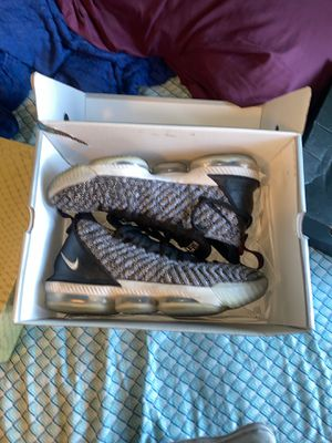 Lebron 16 ep Oreo 10.5 for Sale in Los Angeles, CA