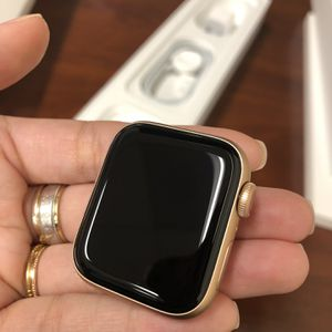 Apple Watch Series 5 (GPS, 40mm, Gold) for Sale in Torrance, CA