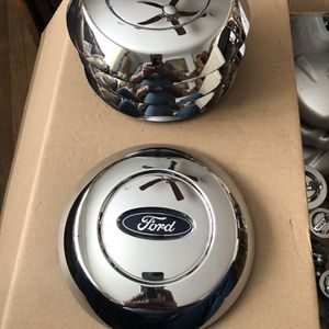 Ford F150 5L34-1A096-GB Factory OEM Center Cap for Sale in Downey, CA