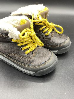 Carters 6 Toddler Hiker Boots Dark Brown Yellow Spike2 Pre Owned for Sale in Peoria,  IL