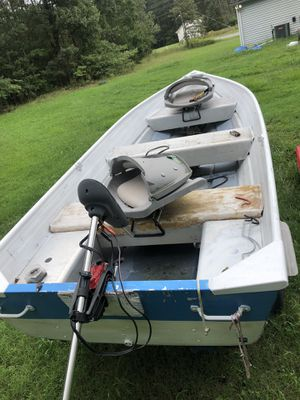 Boat only no trailer with title first 300 takes it for Sale in Fredericksburg, VA