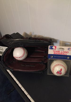 Baseballs and glove for Sale in Independence, OH