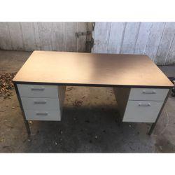 Large Office Desk for Sale in Pasadena,  CA