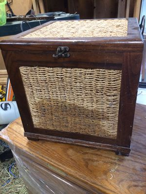 Wicker basket storage container decorative for Sale in Snohomish, WA