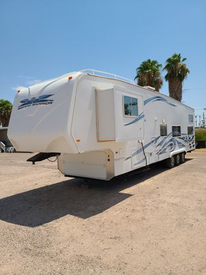 2008 Weekend Warrior toy hauler 5th wheel for Sale in Mesa, AZ