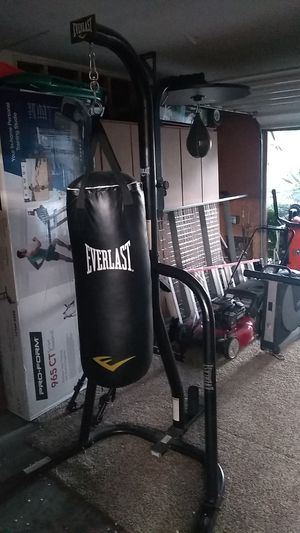 Everlast punching bag stand with heavy back and speed bag and gloves for Sale in Las Vegas, NV