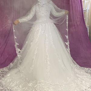 Gorgeous White Wedding Dress Long Sleeve Lace With Veils Size Medium-large With Corset Top for Sale in Detroit, MI