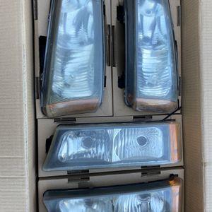 2005 Chevy Silverado 2500 Headlights for Sale in Garden Grove, CA