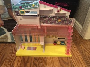 Shopkin house with 7 shopkins for Sale in Thornton, CO