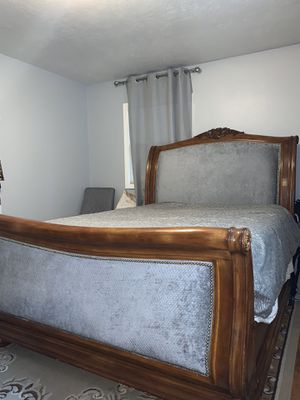 Grey Queen Size Bed for Sale in Portland, OR