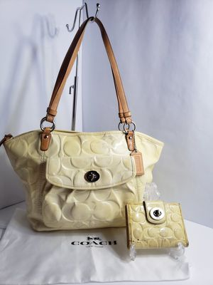 Authentic Coach Embossed Leather Tote Bagwith matching wallet $15 for Sale in San Antonio, TX