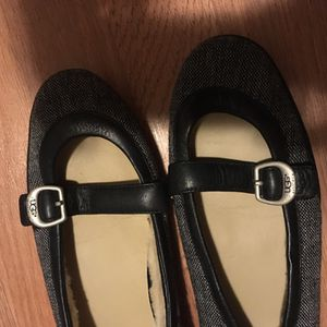 Ugg shoes size 7.5 for Sale in Chicago, IL