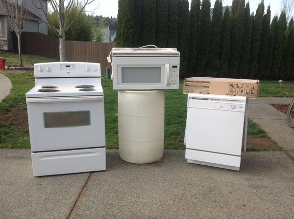 Whirlpool Estate Series appliance set.