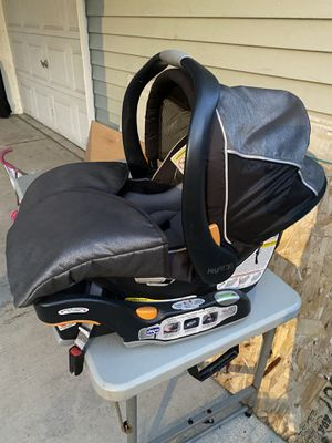 Car Seat- Chicco keyFit 30 Infant Car Seat & Base for Sale in Chicago, IL