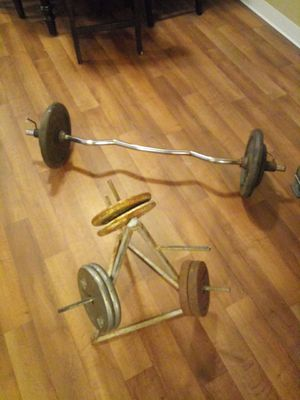 130 pounds in free weights weight rack and curl bar for Sale in Mesa, AZ
