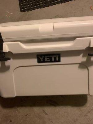 Yeti tundra cooler for Sale in Alachua, FL