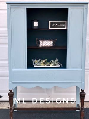 Antique china cabinet for Sale in Gilbertsville, PA