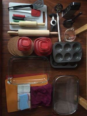 Kitchen starter kit - Pyrex bakeware, Containers, Chopping Boards, Drainer for Sale in Chino Hills, CA
