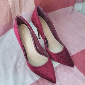 Aldo Stessy Maroon Velvet Heels for Sale in Drexel Hill, PA