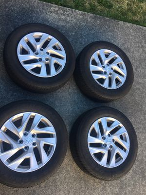 2016 Honda Crv EX wheels with Continental CROSSCONTACT LX 225/65R17 for Sale in Seattle, WA