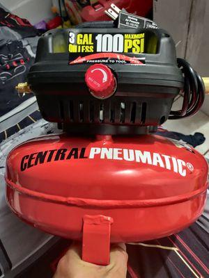 Central pneumatic 3 gallon 100 psi air compressor for Sale in Norwalk, CA