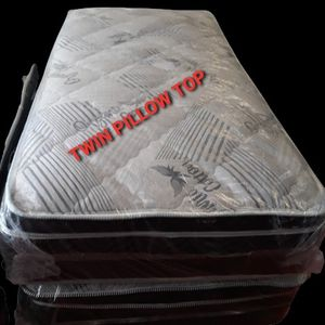 TWIN PILLOW TOP MATTRESS AND BOX SPRING for Sale in Fresno, CA