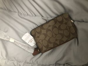 Brand new coach wristlet REAL for Sale in Philadelphia, PA