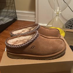 Brand New Uggs - Size 4 for Sale in Philadelphia,  PA